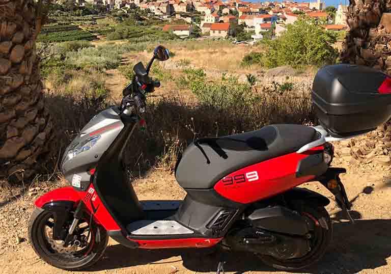 Rent a scooter komiža